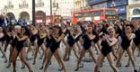 100 'Single Ladies' invaden Piccadilly Circus en Londres