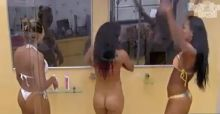 Noemí se ducha desnuda en el Big Brother de Brasil